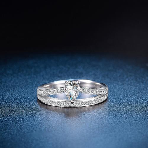 18K金水滴皇冠钻石戒指白金钻戒女结婚求婚婚戒异形钻石