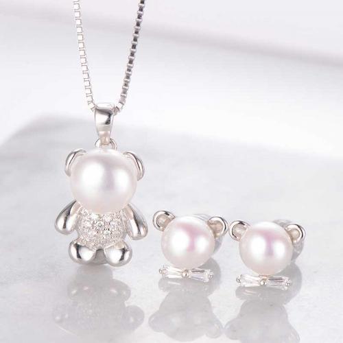 蜜恋小熊系列 S925银镶白色淡水珍珠耳钉