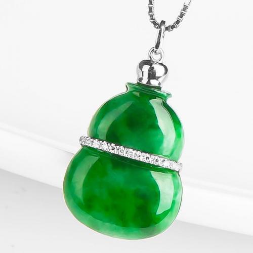 18k金镶嵌钻石 缅甸嫩绿翡翠葫芦吊坠 女款A货