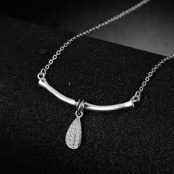 18K玫瑰金钻石水滴项链 女锁骨链彩金吊坠韩版情人节礼物送女友