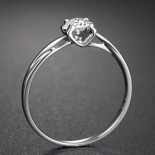 18K白金色钻石戒指 钻戒女正品20分四爪牛头显钻求婚结婚钻戒