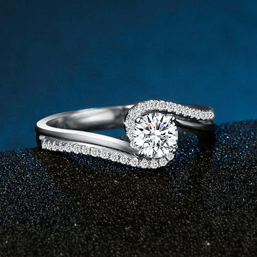 18K金钻石戒指铂金求婚结婚男女婚戒白金对戒