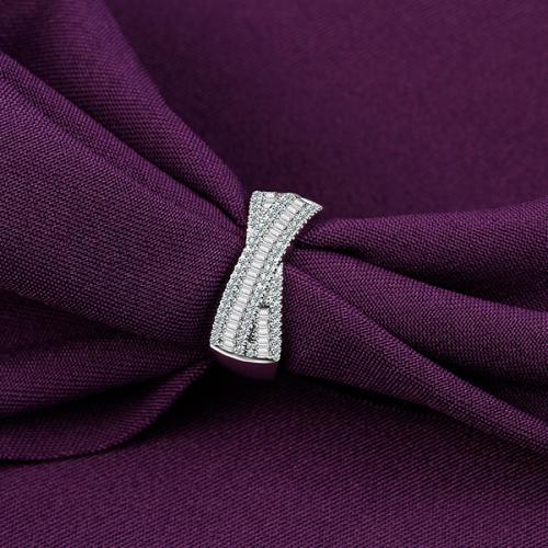 18K金钻戒女1克拉钻石戒指梯方钻石定制铂金
