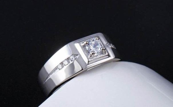 男方给女方结婚用品_结婚女方给男方买什么礼物比较好?-结婚百科-德西尔珠宝官网